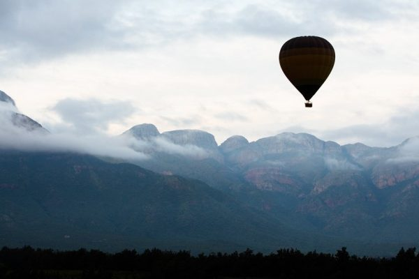 hot-air-balloon over blyde river canyon